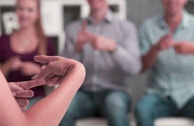 Cómo ser intérprete de lenguaje de señas