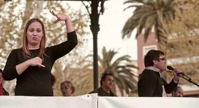 Interpretación de lenguaje de señas en reuniones